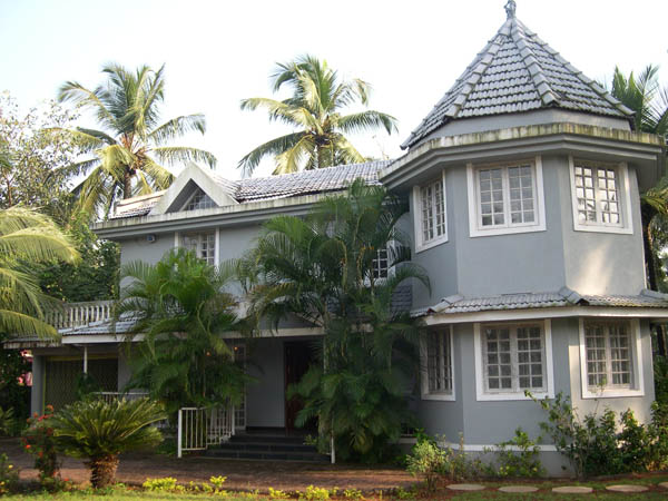 Goa guesthouse sunset beach betalbatim goa for Guest house in goa with swimming pool